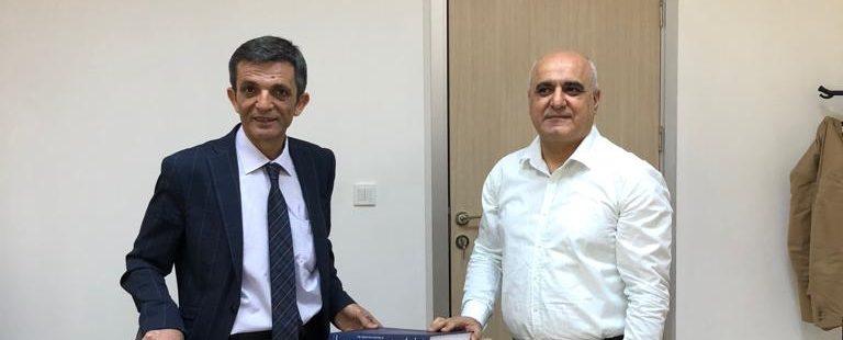 Mardin Artuklu Üniversitesi Kütüphanesi bünyesindeki Çok Dilli Kütüphane'ye yapılan kitap bağışı